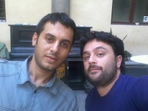A sinistra il blogger libico